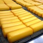 スモークチーズの美味しい食べ方。通販ギフト用に出来立てを!