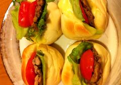 鶏せせり香草焼のCLTサンドイッチ