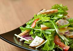オリーブ入りささみハムの野菜サラダ