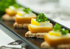 スモークチーズで簡単おしゃれカナッペ