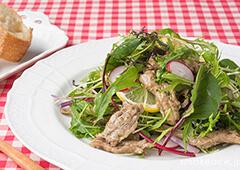 切るだけカンタン!鶏せせり香草焼の春野菜サラダ