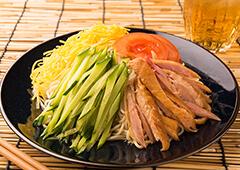 鶏いぶし手羽の冷やし中華