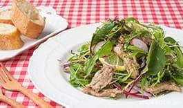 鶏せせり香草焼の春野菜サラダ