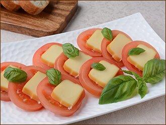 スモークチーズとトマトスライス