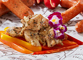 柔らかい食感の鶏ムネ肉の部位を使用