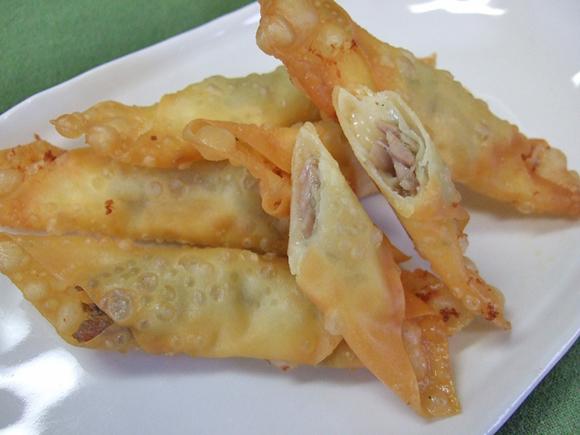鶏せせり香草焼とチーズのワンタン包み揚げ