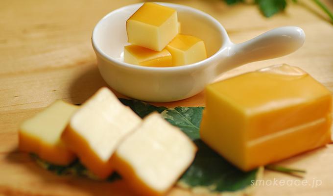 お歳暮にスモークチーズを詰め合わせたセット