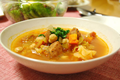 絶品!具だくさん!ガーリックフランクとヒヨコ豆のスープ