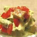 サクサク食感とまろやかな味が絶妙!スモークチーズとアボカドのサラダ