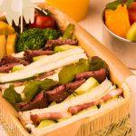 パストラミビーフと極上ベーコンの豪華サンドイッチ弁当